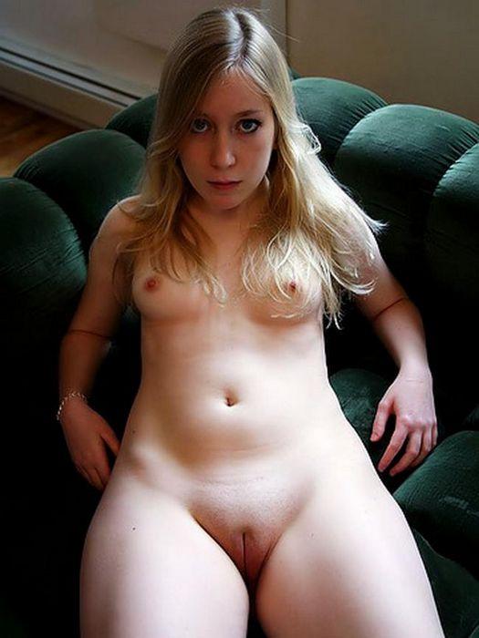 Большим членом оттрахал горячую брюнетку - порно фото